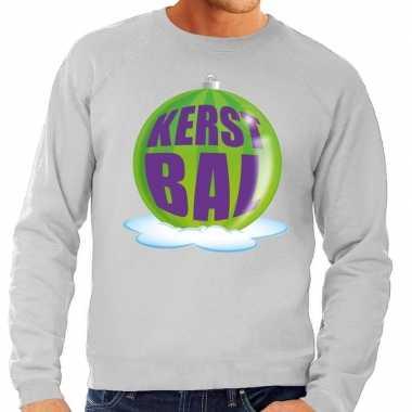 Foute feest kerst sweater met groene kerstbal op grijze sweater voor